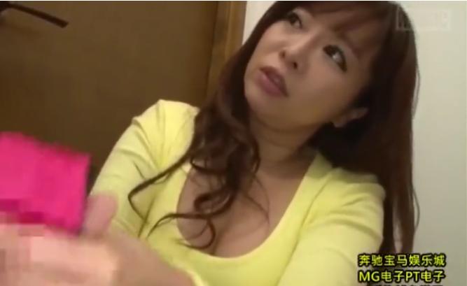 【KAORI】「私の下着で興奮したかしら♡」巨乳熟女が息子の友達とイケナイ関係❤フェラ、手コキ